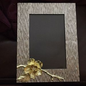 "Picture frame - fits 4""x6"" photo"
